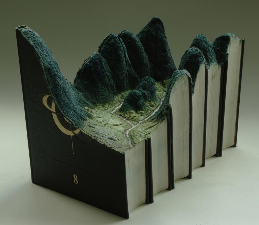 Esculturas con libros.