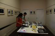 Espacio de la biblioteca del Espai Català-Roca, donde había una selección de libros de fotografía expuestos. FotoFesta 2012. Fotografía reproducida por gentileza de su autora: Carme Muñoz.