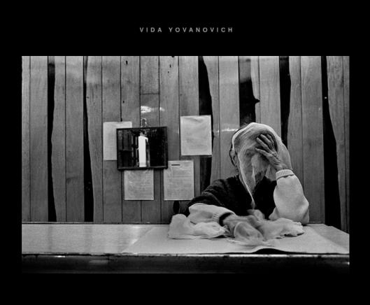 """Captura de pantalla de la web de Vida Yovanovich, con una imagen de la serie """"cárcel de los sueños""""/ fotografia gelatina de plata - 24 x 35 cm"""