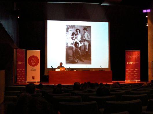 """Momento de la conferencia de Edgar Gómez Cruz en el curso """"El álbum familiar: otras narrativas en los márgenes"""", 2013"""