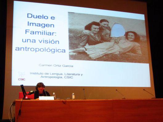 """Momento de la conferencia de Carmen Ortiz en el curso """"El álbum familiar: otras narrativas en los márgenes"""", 2013"""