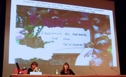 """Momento del turno de preguntas/debate con Carmen Ortiz y Montse Morcate en el curso """"El álbum familiar: otras narrativas en los márgenes"""", 2013"""
